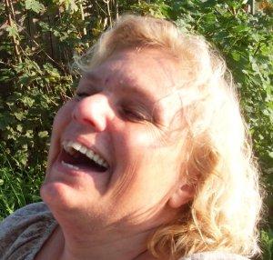 Erica skrattar