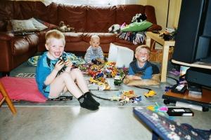 Lucas Hugo och Casper leker 2000 i Gröndal