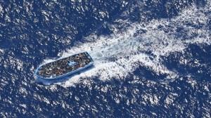 flyktingar i båt 3