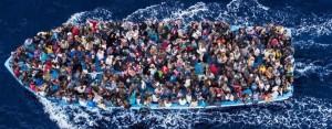 flyktingar i båt 4