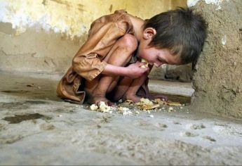 svältande barn