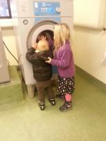 barn i tvättstuga.jpg