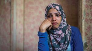 gråtande flyktingmamma
