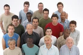 män i grupp