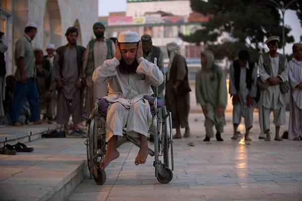 afgansk man i rullstol