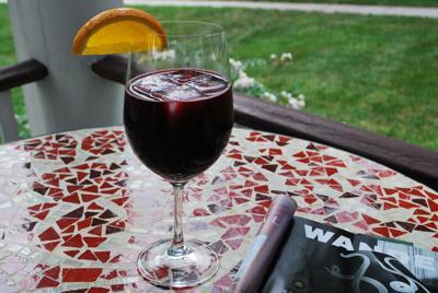 ett glas vin på altanen 1.jpg