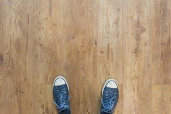 stå på golvet