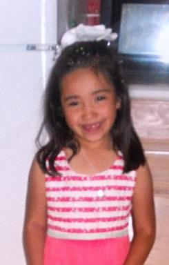 glad åttaårig tjej
