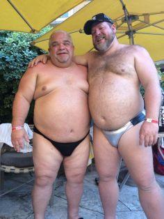 feta män i badbyxor.jpg