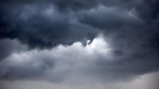 sol med mörka moln 2