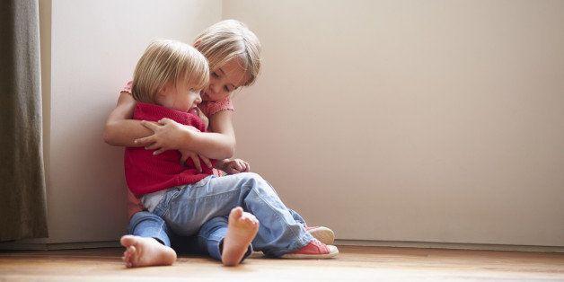 tröstande syskon 1
